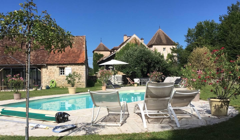Maison avec piscine et terrasse Cluny