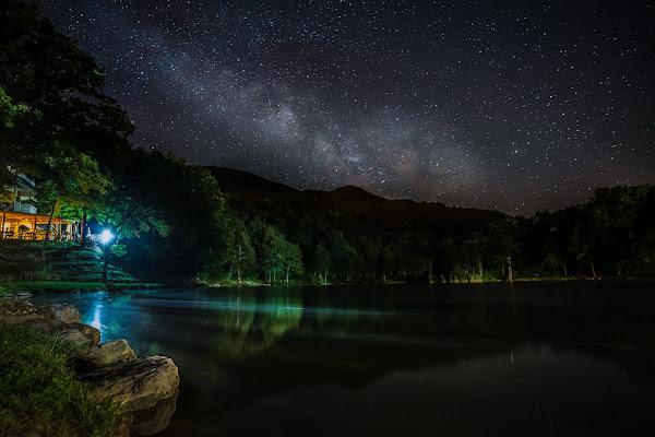Un faro nella notte che illumina la via ............. di Mutley
