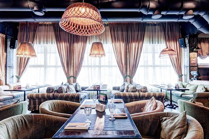 Фото №3 зала Сытый лось на Коломенском