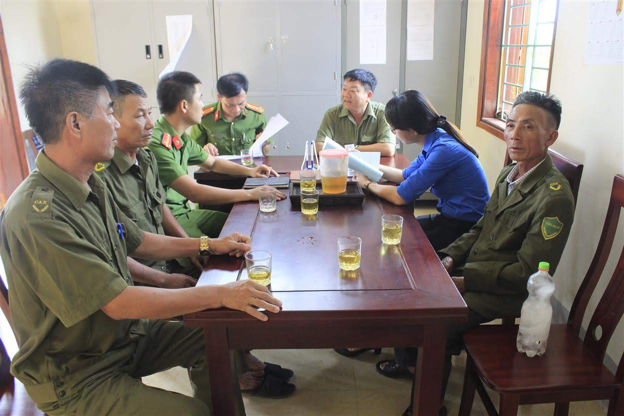 Ban Công an xã Nam Lộc và Công an huyện Nam Đàn                   trao đổi các phương án đảm bảo ANTT trên địa bàn xã               trong 6 tháng cuối năm