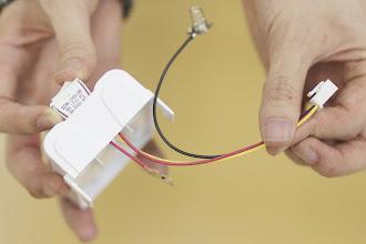 Photo: 写真のようにスイッチの印字面を上にしてスイッチを電池ボックスにはめ込みます。