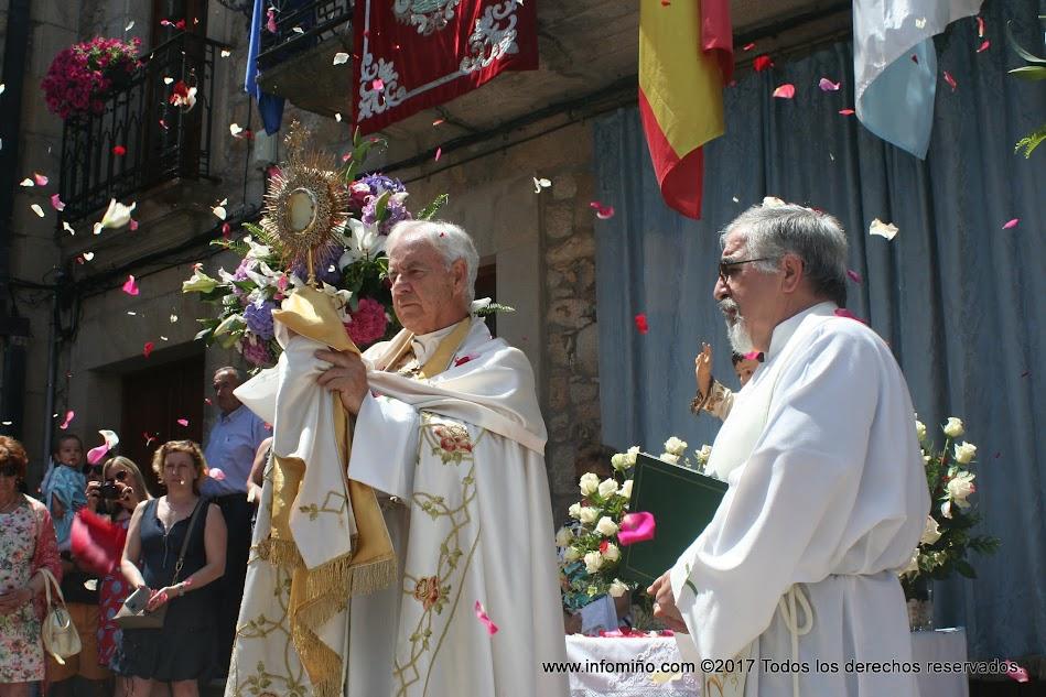 Cientos de personas abarrotaron las calles guardesas para presenciar la Procesión del Santísimo