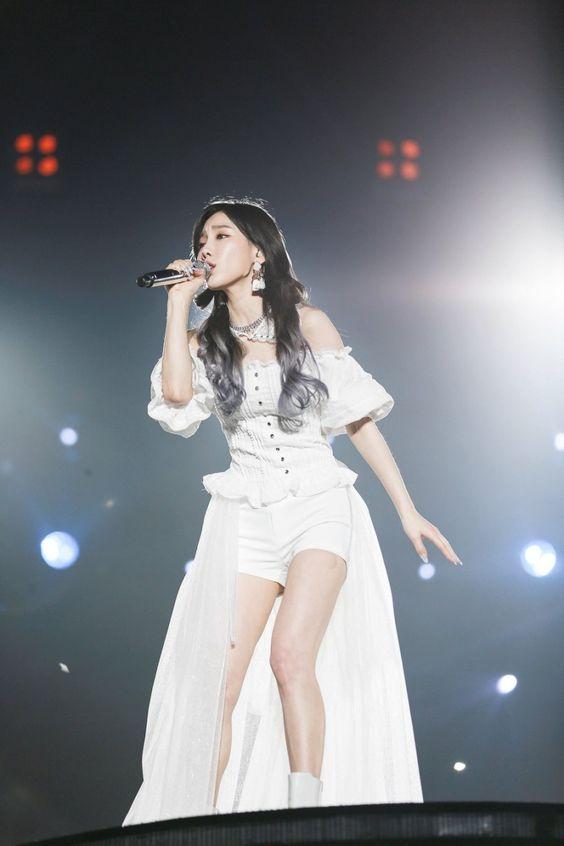 taeyeon shoulder 37