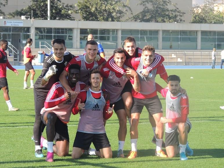 El equipo ganador... aunque Vada se coló en la foto.