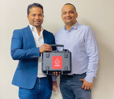 Savan Marimuthu, Senior Account Manager at Datacentrix (left) and Amit Singh, Senior Manager: Service Delivery at SANBS (right) display the bespoke, rugged WiFi units used at SANBS' mobile clinic sites.