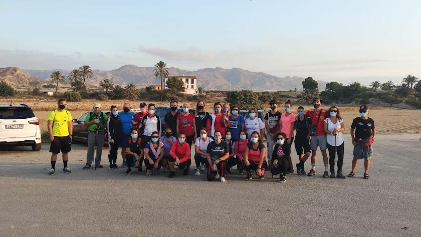 Los participantes en la ruta de Fuente Álamo.