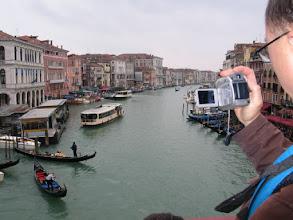 Photo: Blick von der Rialto-Brücke (beliebt bei Touristen aller Art) ...