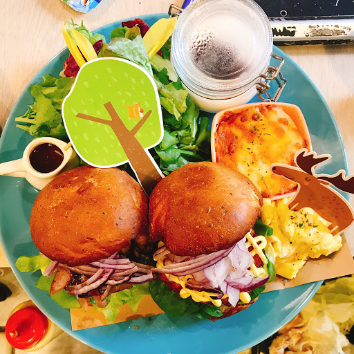 早午餐超級好吃😋 沒有油炸食物 麵包也手工製作的 優格也自制 Cp值超高 值得在去