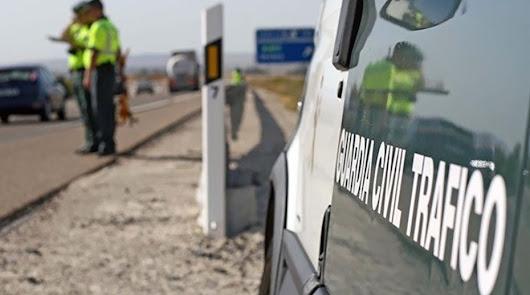 Fallece un motorista al caer por un barranco en Lucainena de las Torres