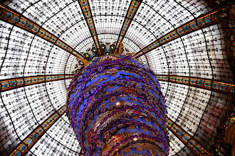 Photo: The rotunda at Galeries Lafayette