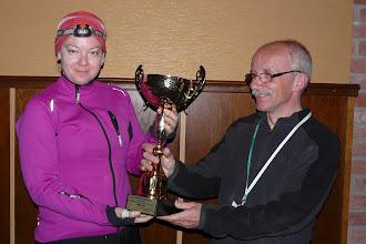 Photo: Puchar dla Doroty Stefańskiej - pierwszej wśród kobiet w klasyfikacji wieczystej