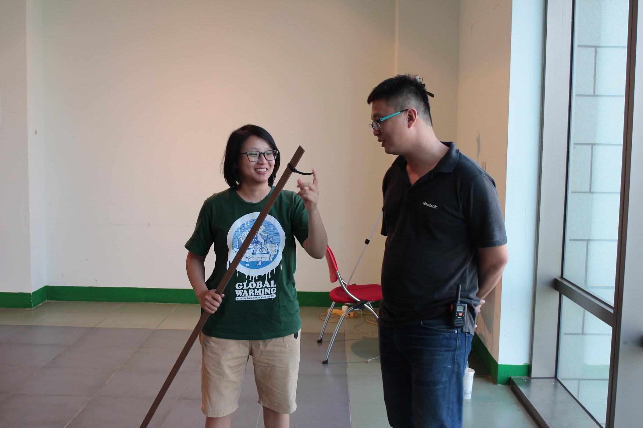 當然也有一些道具幫忙處理線材啦,例如這個木棍....