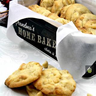 Macadamia White Choco Chip Cookies