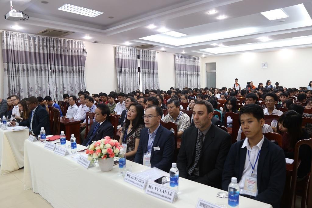 http://due.udn.vn/Portals/0/Editor/TruyenThong_DUE/Nam%202017/Edufair%202017/IMG_3919.JPG