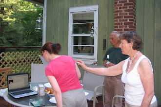 Photo: На барбекью у Эрика. Смотрим подарочный вебсайт/ On barbecue at Eric&Nicole's place
