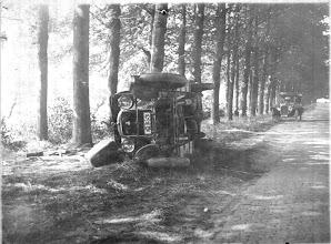Photo: Car crash of a family car, Middachteralee, De Steegh, 1923