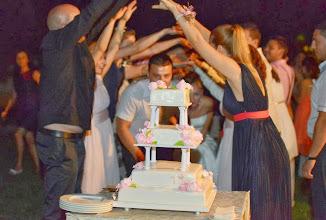 Photo: Устремени към красивата си сватбена торта в ресторант Вила Марциана, с. Падина