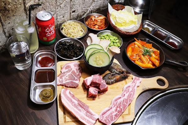 燒桶子 韓風立燒,東區韓式燒烤,近國父紀念館站,韓式小菜無限供應,專人桌邊服務,燒烤套餐,跟湖中女神一起吃烤肉