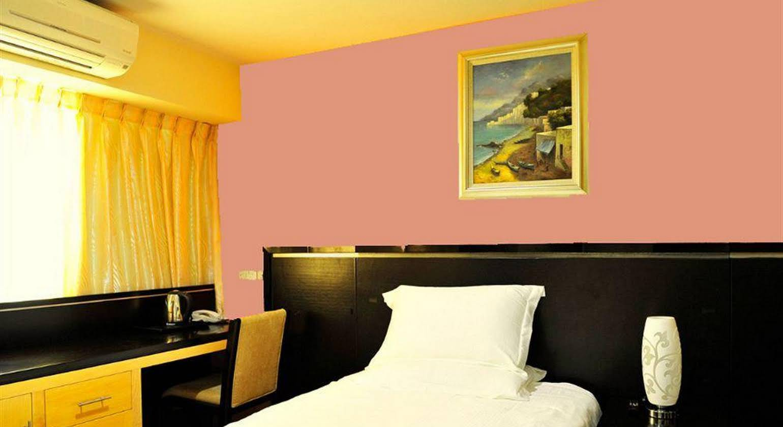Hallmark Crown Hotel