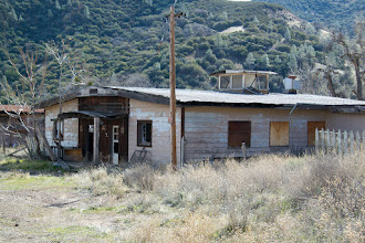 Photo: We decided to go back to Griswold hills and took the opportunity to investigate abandoned houses in the ghost town of New Idria.