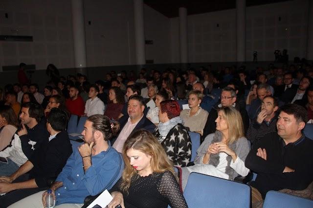 Más de 120 personas asistieron en la EMMA al Fuckup Nights.