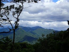 中央奥に総門山
