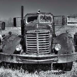 20130405_Richmond_TruckGraveYard_35_bw_1024.jpg