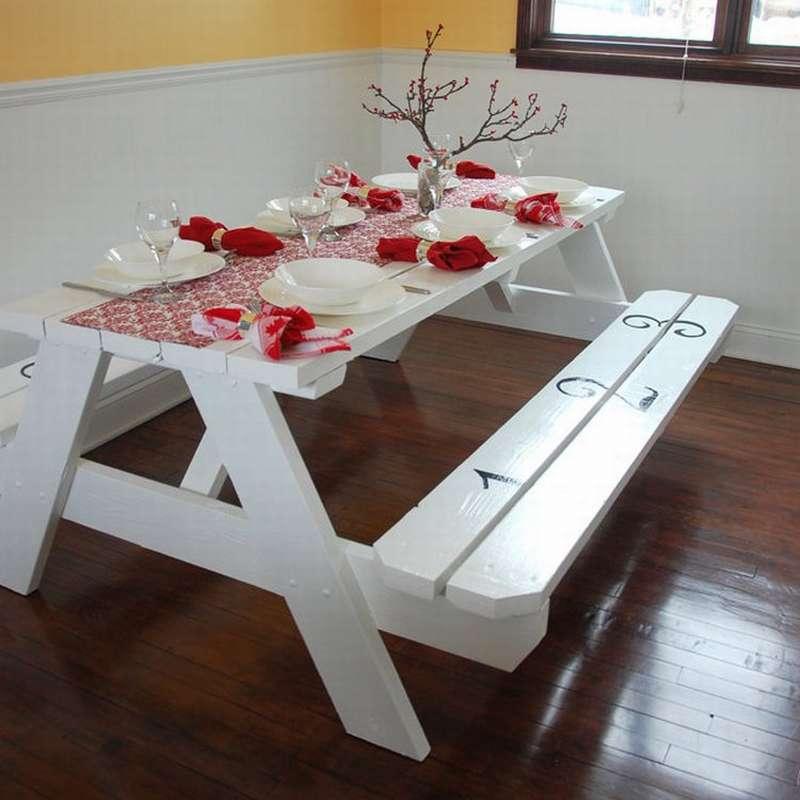 Креативная модель стола со встроенными скамейками