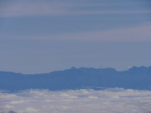 槍ヶ岳と手前に笠ヶ岳が重なる