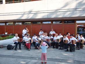 Photo: Unser Platzkonzert vor der Abfahrt in Biel mit der neuen kleinen Dirigentin Salome!!