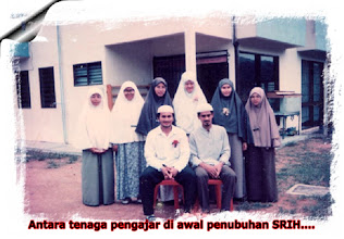 Photo: Pada tahun ke 2, pelajarnya telah meningkat  kepada 65 dan ini memaksa operasi SRIH dipindahkan ke tempat lain di sebuah rumah banglo di Taman Dawani, Senai, Johor.