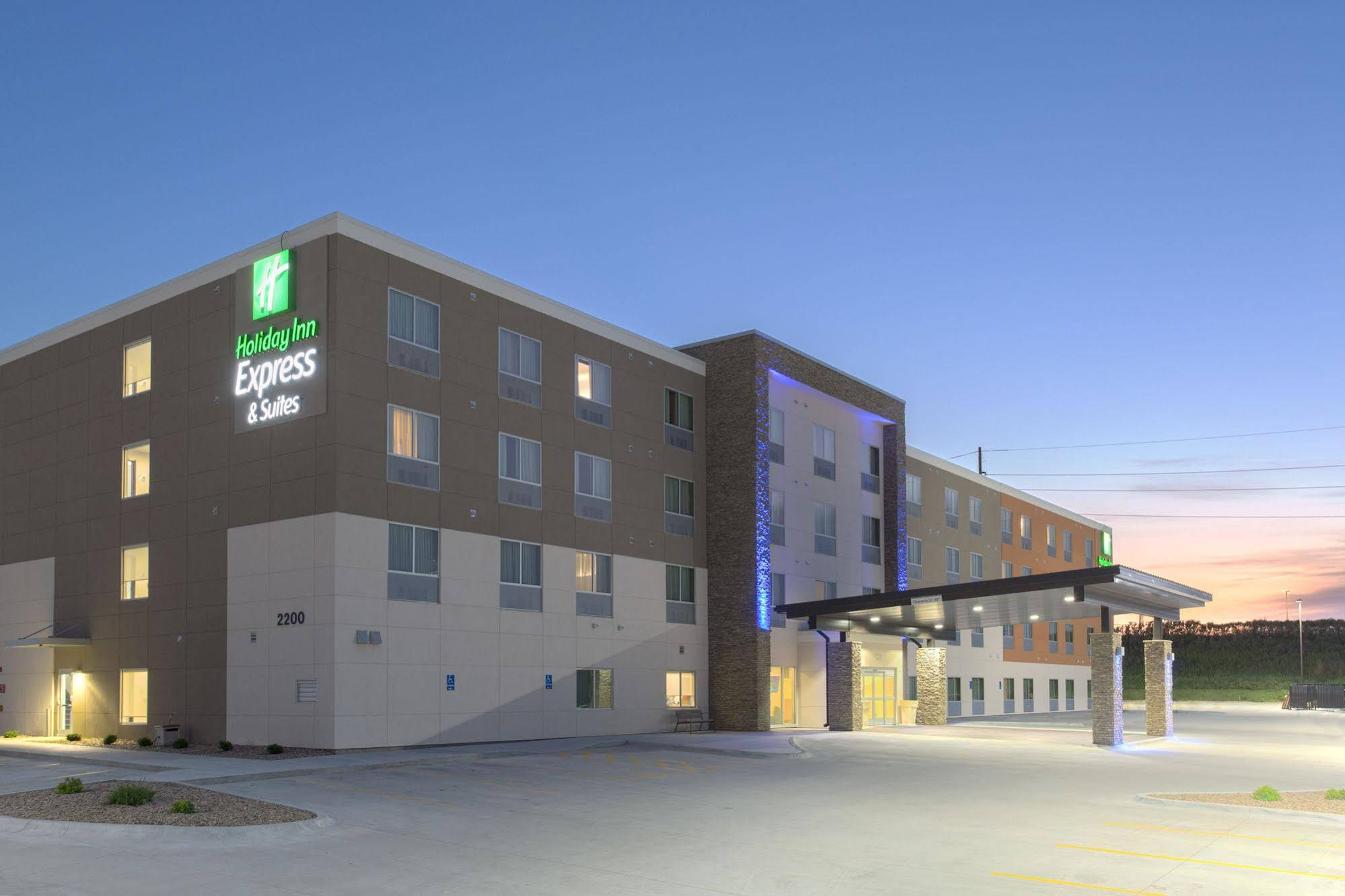 Holiday Inn Express and Suites Lincoln I 80