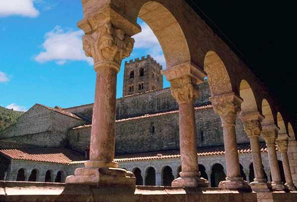 Abbaye Saint Michel de Cuxa (Codalet) - монастырь Сан-Мигель де Кюкса в Кодале, Восточные Пиренеи, регион Лангедок-Русильон, Франция - путеводитель, описание