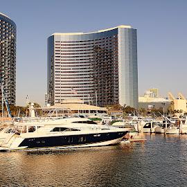 San Diego - Hôtel Hyatt et Palais des congrès by Gérard CHATENET - City,  Street & Park  Vistas