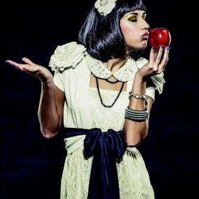 Snow White by Alessandro Baglioni - People Fashion