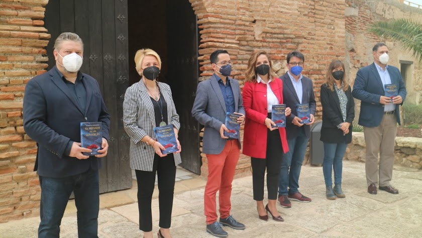 Acto simbólico de donación de ejemplares esta mañana en la Alcazaba de Almería.