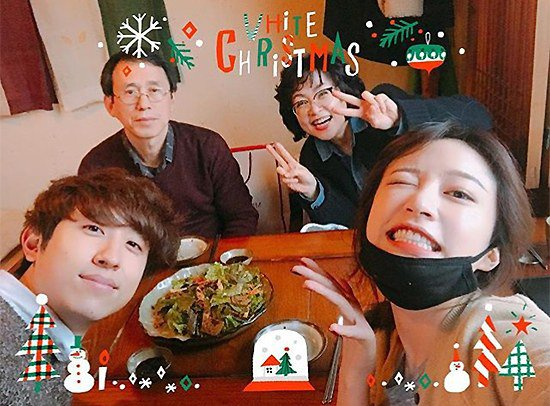 EXID Hani with family