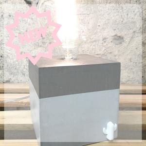 new nouveauté chez la créatrice Junny lampe cube en béton ciré avec motif cactus