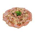 Tábua de carpaccio de rosbife com molho pesto e parmesão