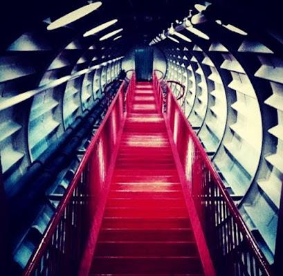 La scala rossa di sachi