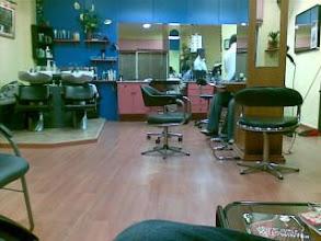 Photo: A cortarme el pelo en el Cristobal. Me toca darle unas clases de navegaci�n por internet :-)