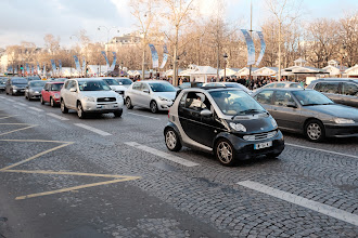 Photo: Smart cars are everywhere in Paris