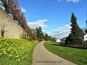 Photo: La terrasse anglaise du Parc Henri Sellier au Plessis Robinson -Guide de balade à vélo de Meudon à Sceaux par veloiledefrance.com