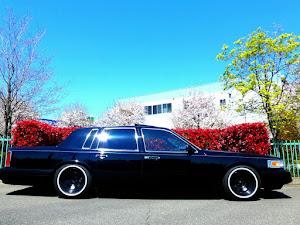 タウンカー  97年式 のカスタム事例画像 97 Lincoln  Town Carさんの2019年04月14日00:19の投稿