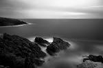 sluierwolken 'drijven' op de zee