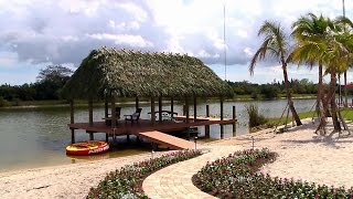 The Lakeside Lounge