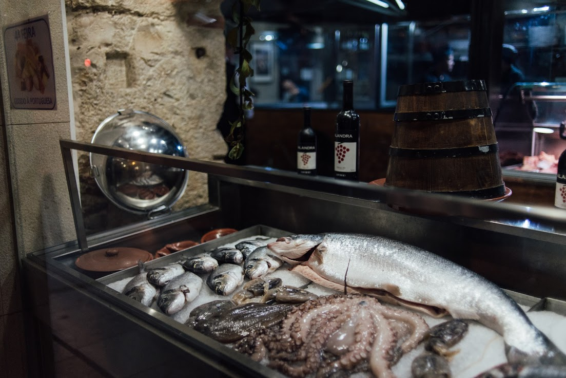 Lisszabon, hal, étterem, kirakat, halas pult