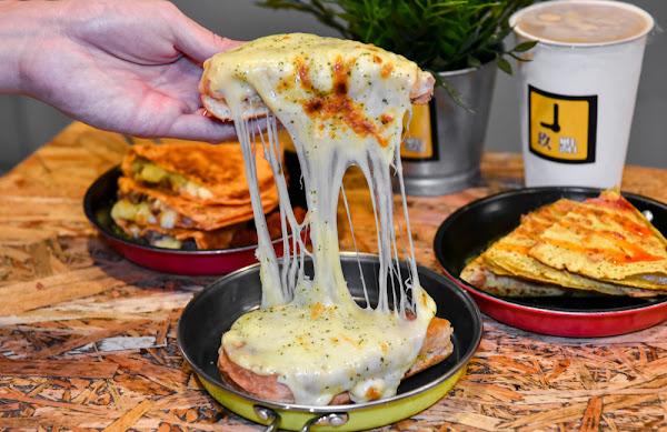 9PM玖點:台中中區美食-最邪惡的牽絲愛心焗烤三明治,只有宵夜才吃的到!