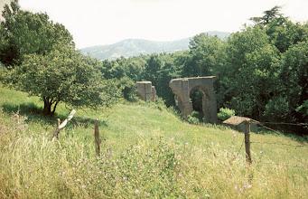 Photo: The Mornant aqueduct bridge in its environment