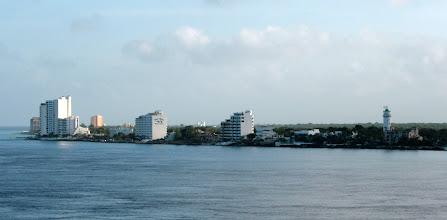 Photo: Cozumelin hotellirivistöä mereltä päin